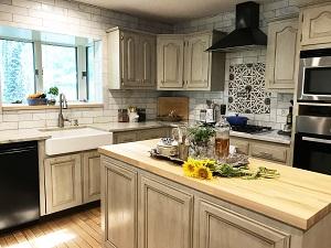 /Uploads/Public/LAW kitchen wide 2 cropped.jpg