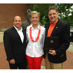 /Uploads/Public/Lee Safrit with wife Amy and Clemson associate athletic director Bert Henderson.png
