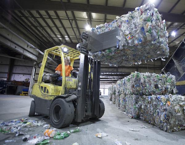 /Uploads/Public/MohawkIND_plastic bottle recycling.jpg