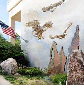/Uploads/Public/eagle mural.jpg